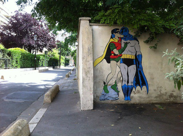Batman-and-Robin-kissing.-By-memeIRL-in-France-1-liten
