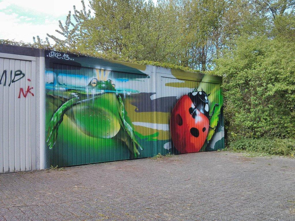 vandalized_door_art_06