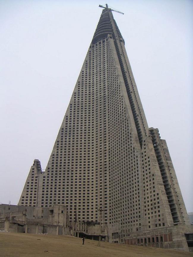 Ryugyong_hotel_01-934x
