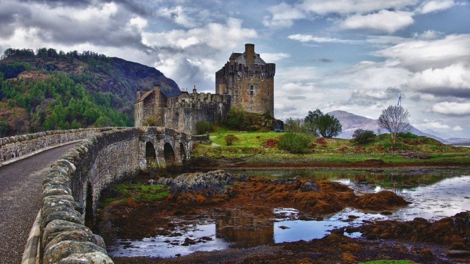 eilean_donan_castle_by_drronson-d4xi8fl-934x