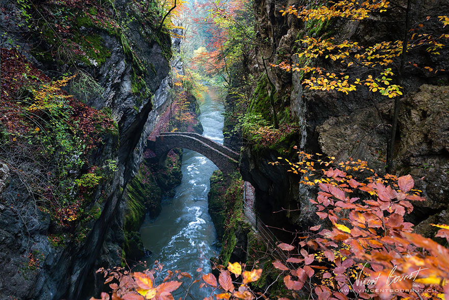 Old-Mysterious-Bridges3__880