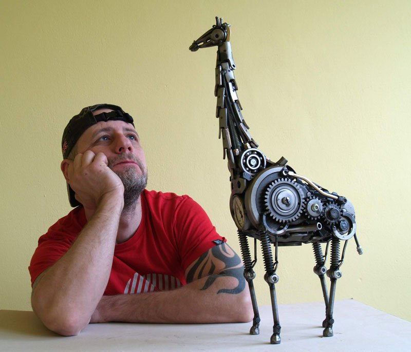 tomas-vitanovsky-makes-animal-sculptures-out-of-scrap-metal-11