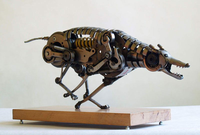 tomas-vitanovsky-makes-animal-sculptures-out-of-scrap-metal-3