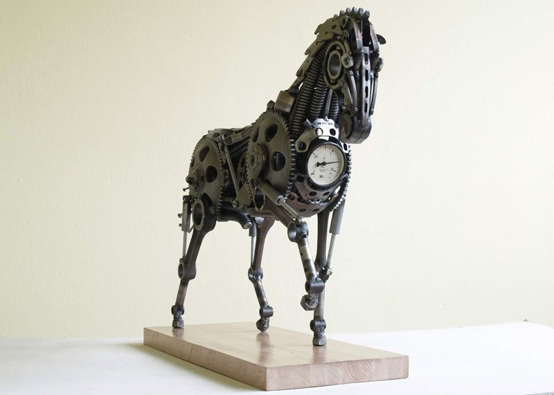 tomas-vitanovsky-makes-animal-sculptures-out-of-scrap-metal-7