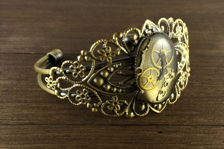 Lithuanian-Artist-Creates-Steampunk-Jewelry-From-Old-watch-parts__880