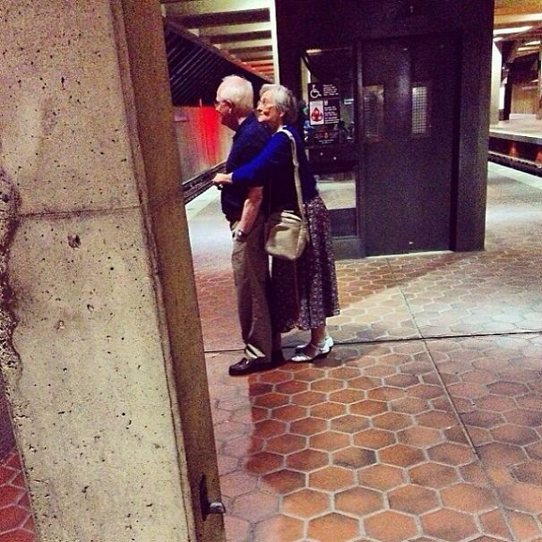 XX-Photos-Proving-That-Couples-Can-Have-Fun-At-Any-Age__605