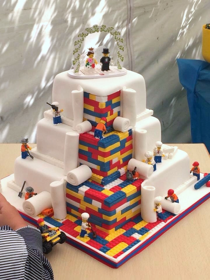 A LEGO Wedding Cake Brings a Couple's Childhood Fantasies to Life ...