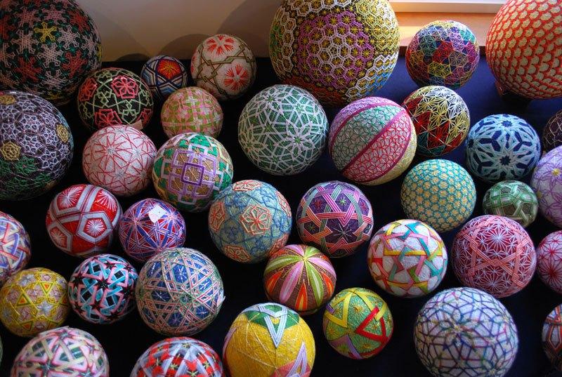 embroidered-temari-balls-japan-2