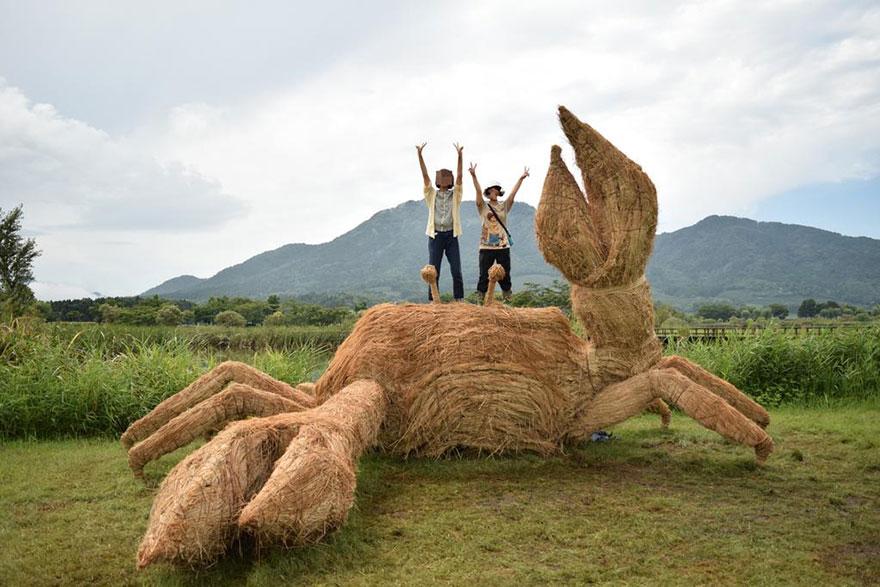 dinosaur-straw-sculptures-wara-art-festival-niigata-japan-10