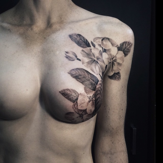 Breast Cancer Survivor\'s Scars Are Beautifully Concealed by Tattoo ...